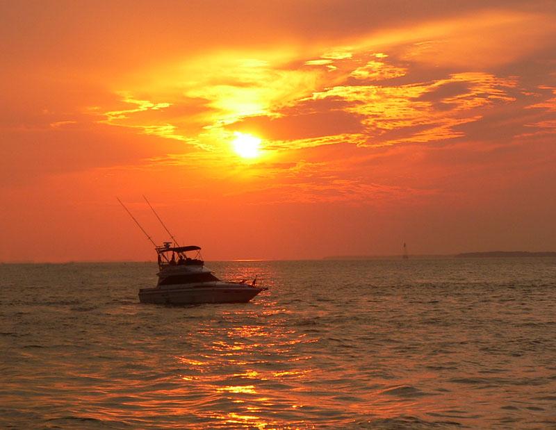 sunset_fishing_boat