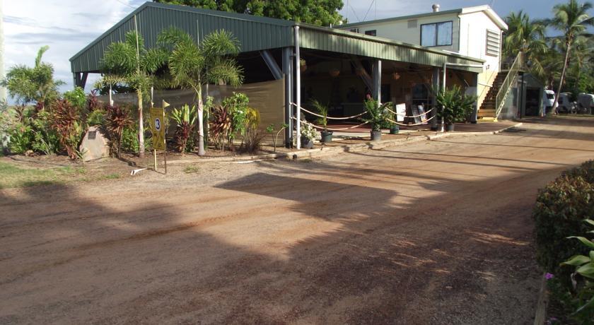 02-karumba-point-sunset-caravan-park-booking-com-testimonial